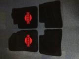 Nissan Primera Velours Fußmatten, Autoteppich, Paßformmatten mit Nissan Emblem